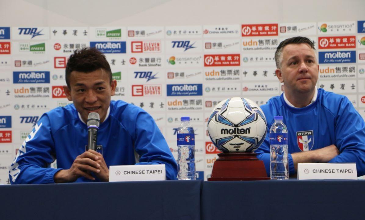 男足隊長陳柏良(左)、總教練 Gary White(右)