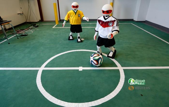 機器人踢球