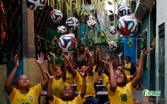 巴西足球孩子